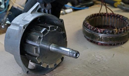 На снимке генератор из электродвигателя от стиральной машины