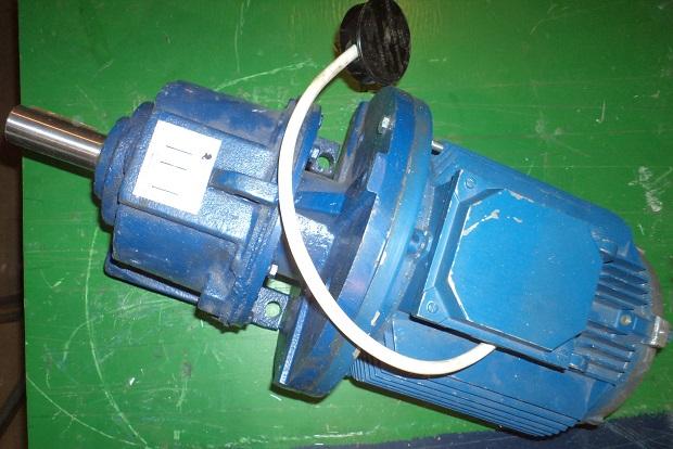 На фото трехфазный генератор