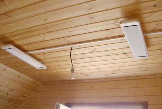 На фото инфракрасный обогреватель с терморегулятором для дачи потолочный