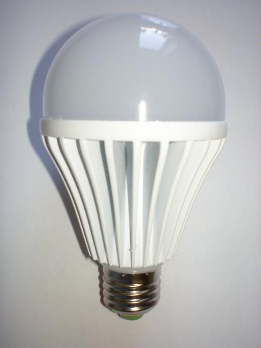 На фото светодиодная лампочка