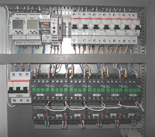 На фото представлен щит управления наружным освещением
