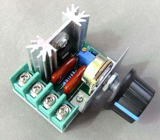 Симисторный регулятор напряжения на фото