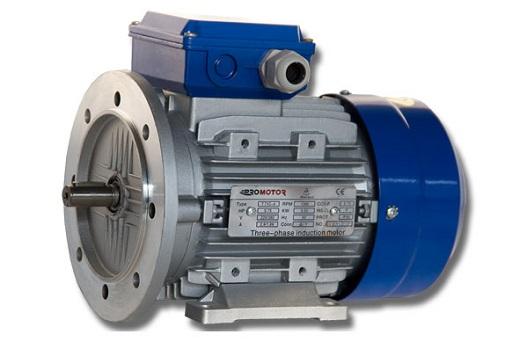 Трехфазный асинхронный двигатель на фото