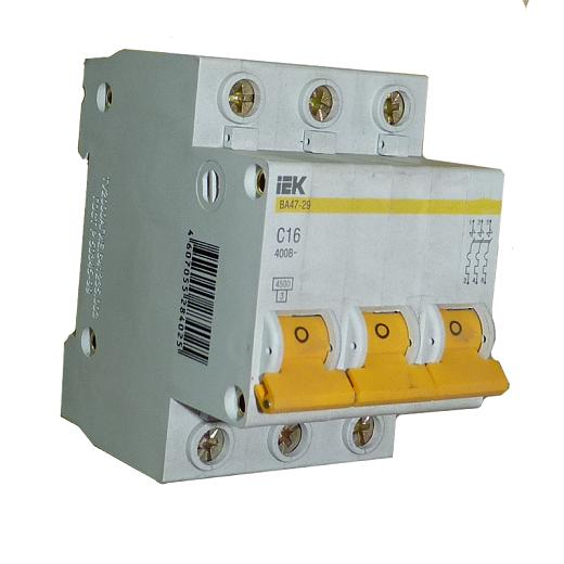 На снимке автоматический выключатель ВА 47-29