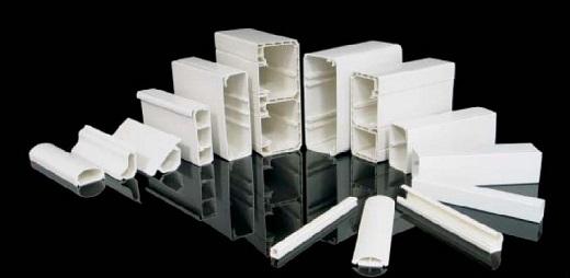 На фото представлены разные виды пластиковых кабель-каналов