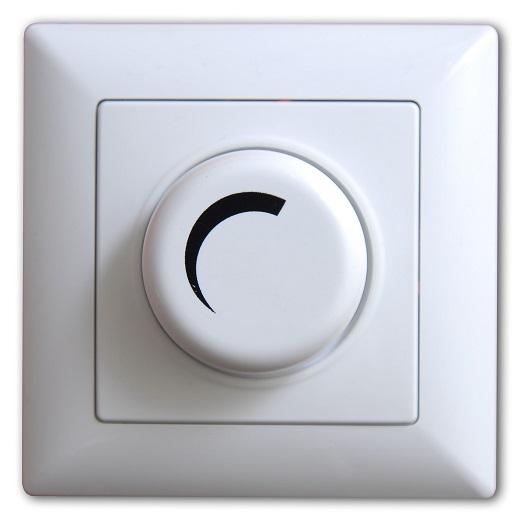 На снимке диммер для выключателей проходной