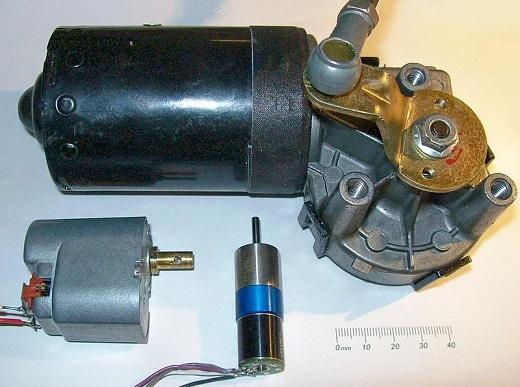 Именно на этом самом принципе обратимости основана вся работа генератора электрического тока. При этом ток формируется в обмотке статора при вращении ротора.