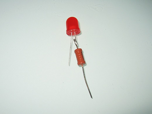 На снимке резистор для светодиода