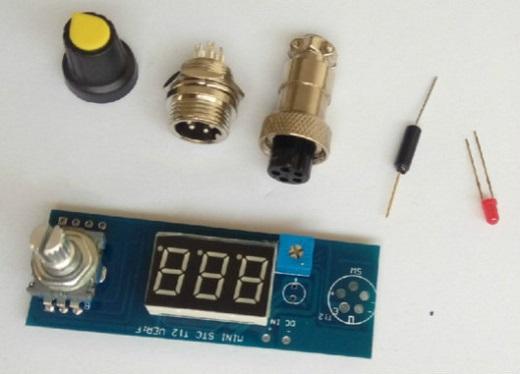 На фотографии изображен цифровой регулятор температуры для паяльника