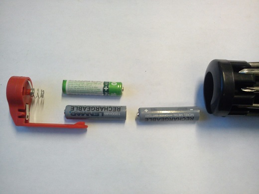 Индикаторная отвертка на батарейках используется так же и другие отвертки