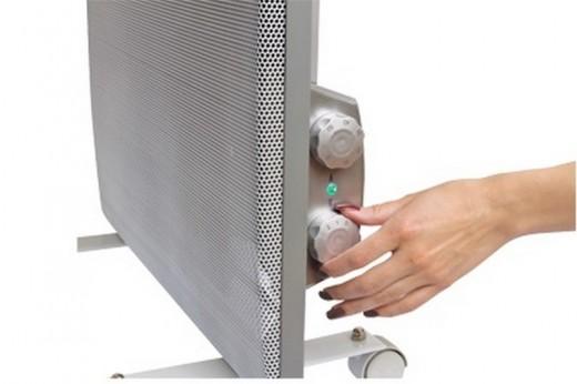 На картинке инфракрасный обогреватель напольный с терморегулятором