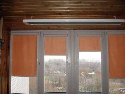 Инфракрасный обогреватель потолочный с терморегулятором на снимке