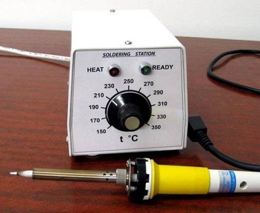 На фото регулятор температуры паяльника на симисторе