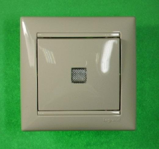 Выключатель с подсветкой фирмы Легранд представлен на фото