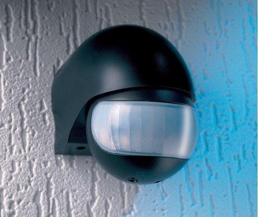 На фотографии изображен датчик движения для включения света