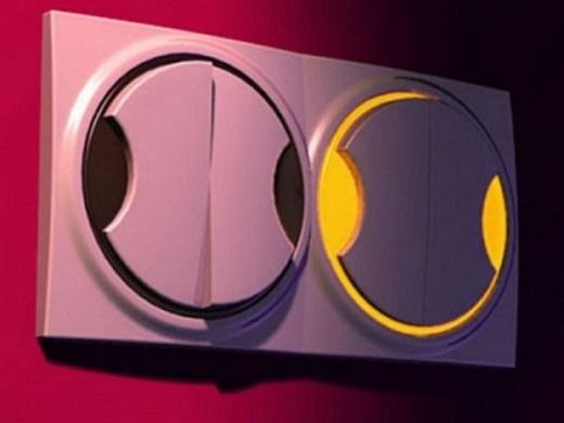 Двойной выключатель с подсветкой представлен на фото