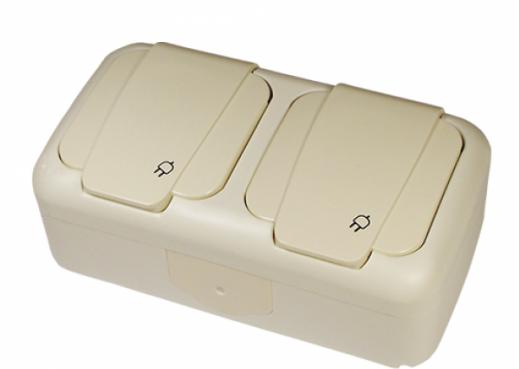 На картинке розетка наружная с крышкой ip54 с заземлением