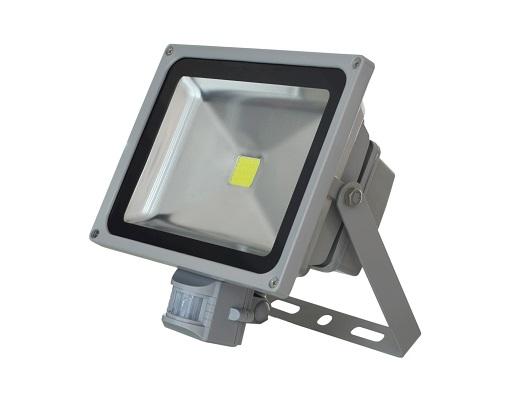 На фото прожектор с датчиком движения IP65