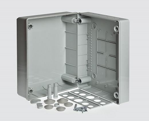На фото коробка распределительная для открытой проводки